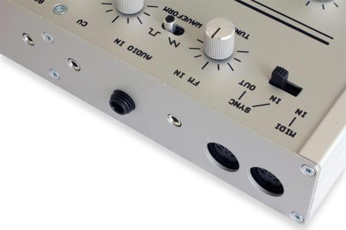 bassline3_silver_rear